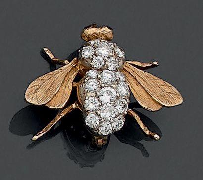 Petite BROCHE «mouche» en or jaune (585 millièmes)...