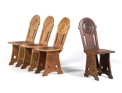 TRAVAIL FRANÇAIS Suite de 4 chaises Bois, cuir 95 x 54 x 40 cm. Circa 1930