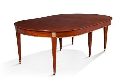Table de forme ovale en acajou