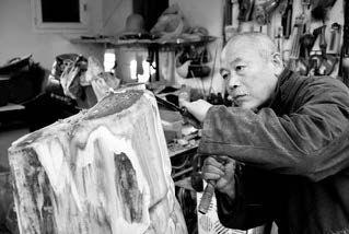 Wang Keping (né en 1949) Sans titre, circa 1998 Bois, signé au dos Wood, signed on...