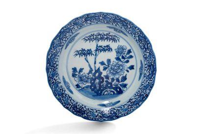 Chine, XIXe siècle  Lot de deux assiettes...