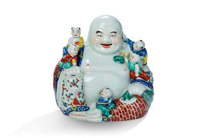 Chine, XXe siècle  Sujet en porcelaine polychrome...
