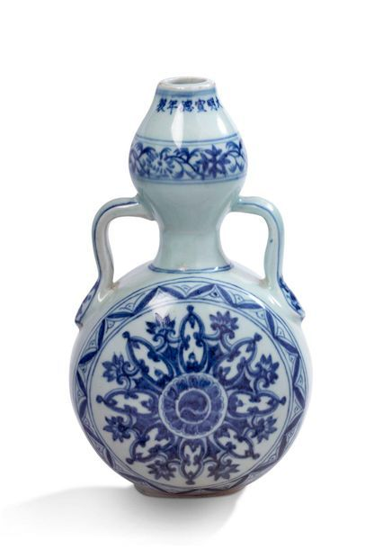 Chine, XXe siècle  Vase double gourde en...