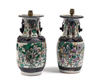 Chine, fin du XIXe siècle  Deux vases balustres...