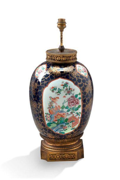 Chine, période Qing  Potiche en porcelaine...