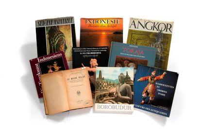 Lot de 9 livres comprenant Le monde malais...