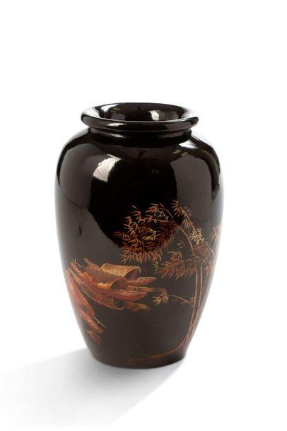 Vietnam, deuxième moitié du XXe siècle  Vase...