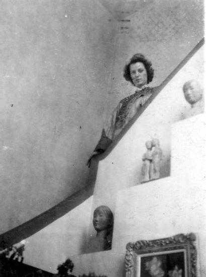 VU CAO DAM (1908-2000) Deux jeunes femmes, circa 1941-42 Terre cuite, signée en bas...
