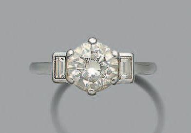 BAGUE «DIAMANT» Diamant rond taille brillant,...