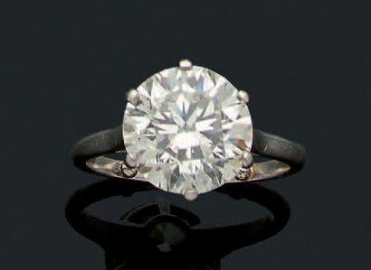 BAGUE «SOLITAIRE» Diamant rond de taille...