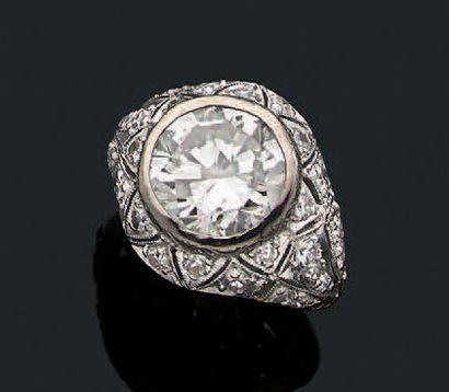BAGUE «DIAMANTS» Diamant rond taille brillant,...