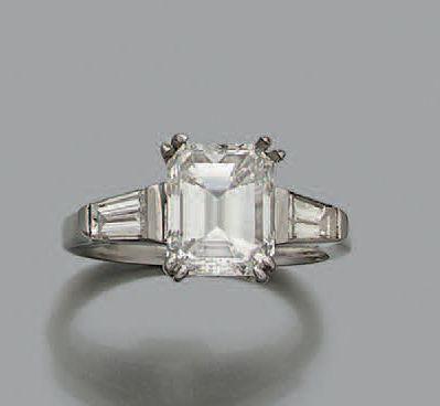 BAGUE «DIAMANT» Diamant de taille émeraude,...
