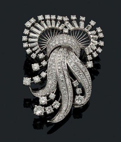 BROCHE «VOLUTE» Diamants ronds brillants...