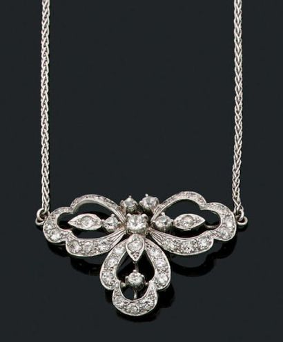 COLLIER «VOLUTE» Diamants ronds de taille...