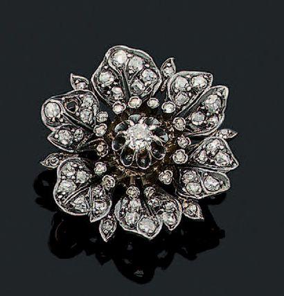 BROCHE «FLEUR» Diamants taille ancienne,...