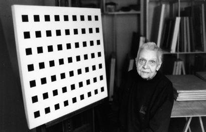 Aurélie Nemours (1910-2005) Rosace , 1974 Huile sur toile, signée et datée au dos...