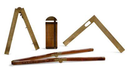 Suite de quatre instruments de mesure Une...