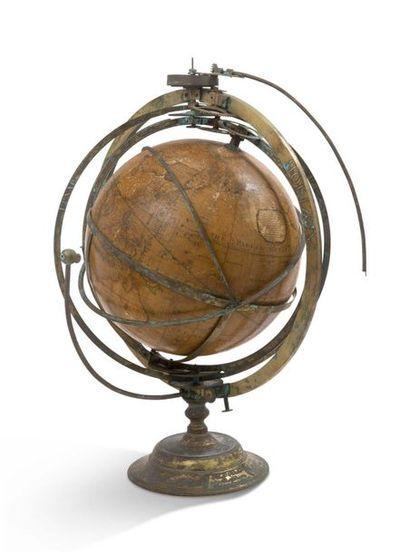 Exceptionnelle suite de deux globes, l'un...