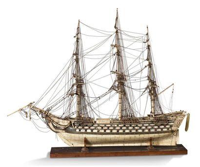 Travail de ponton Grande maquette de vaisseau...