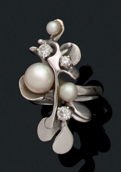 BAGUE Perles de culture, diamants, or 18K...