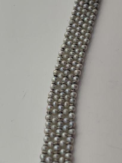 BRACELET «PERLES FINES» Perles fines, platine (850) L. : 15.5 cm env. - Pb. : 5.46...