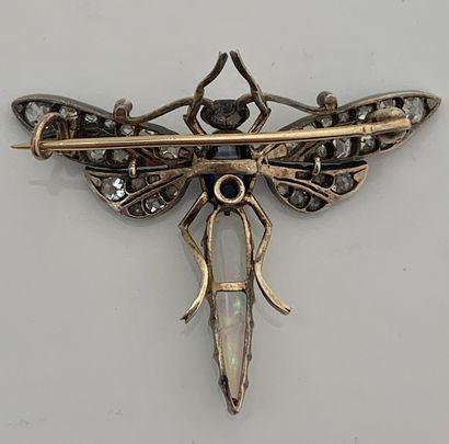 BROCHE «INSECTE» Opale, cabochon de saphir, diamants taille ancienne. Or 18K (750),...