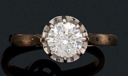 BAGUE «SOLITAIRE» Diamant rond taille brillant...