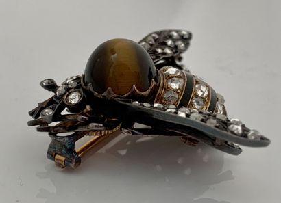 BROCHE «FRELON» OEil de chat, diamants taille rose Or 18K (750) Epoque XIXe L. :...