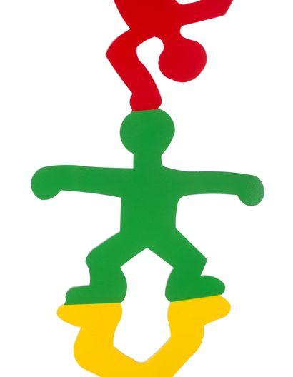 Keith Haring (1958 - 1990) Totem d'acrobates , 1987 Émail cuit rouge, vert et jaune...