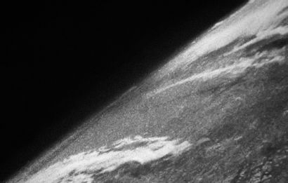 NEW FRENCH TOUCH 地球一号,2021年 从太空拍摄的第一张地球照片的数字解读,左下角有签名、标题和日期,背面有会签 ,印在缎面纸上, 与羽绒板贴合。...