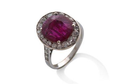 """Bague """"rubis""""  Rubis, diamants, or gris 18K (750)  Td.: 47 - Pb.: 3.7gr Cliquez..."""