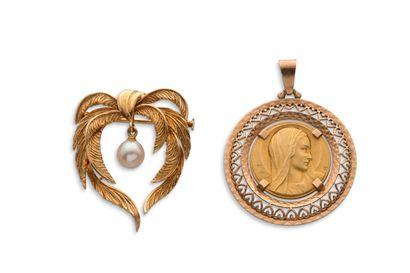Lot en or  -médaille religieuse figurant...