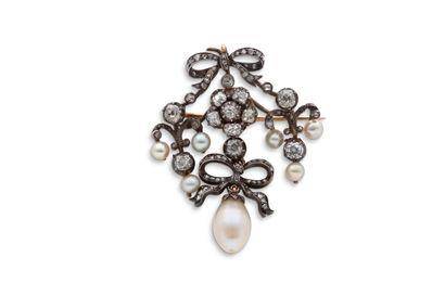 """Broche-pendentif """"perles""""  Perles, diamants de taille ancienne et taillés en rose..."""