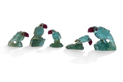 "Perroquets ""émeraude""  Ensemble de cinq pérroquets en émeraude gravé. Cliquez ici..."