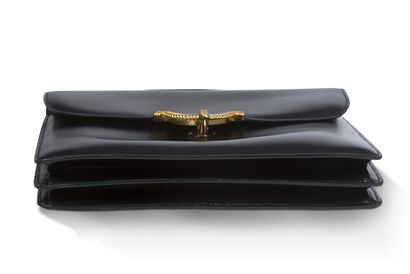 """Hermès Hermès  Sac vintage """"noeud marin""""  Cuir noir lisse, métal doré.  Intérieur..."""