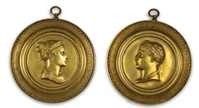 DEUX MÉDAILLONS en bronze doré représentant...