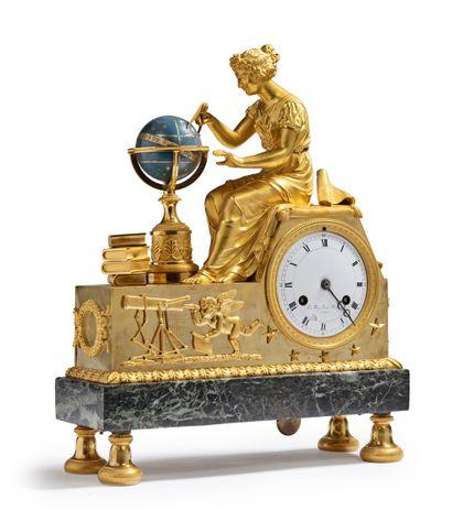 PENDULE À L'ASTRONOMIE en bronze ciselé,...