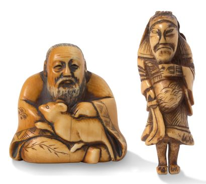JAPON FIN XIXE ET DÉBUT XXE SIÈCLE Two netsuke, one in ivory representing a seated...