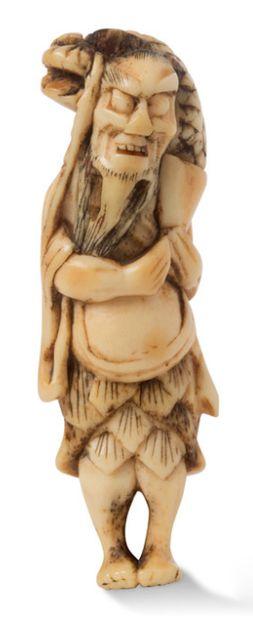 JAPON PÉRIODE EDO, DÉBUT XIXE SIÈCLE Netsuke en corne de cerf, représentant le sennin...