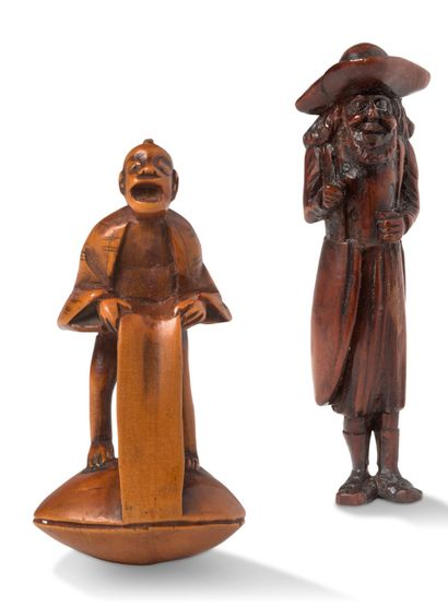 JAPON Début XXe siècle Two carved wooden netsuke, one representing a fisherman standing...