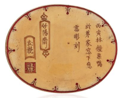 JAPON vers 1900 Ivory okimono with brown and red pigments representing a caparisoned...