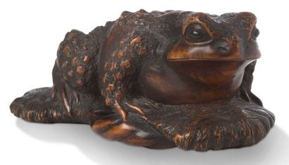 JAPON PÉRIODE EDO, XIXE SIÈCLE Wooden Okimono representing a toad on a getta, the...