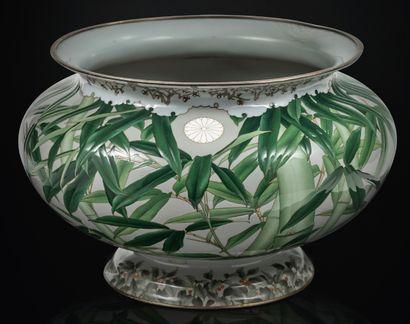 Japon Période Meiji (1868-1912) Importante vasque en émaux cloisonnés sur cuivre,...