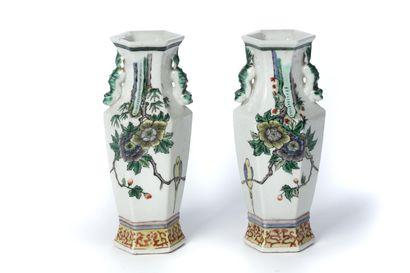 CHINE, Paire de petits vases
