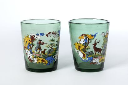 Deux verres à décor émaillé