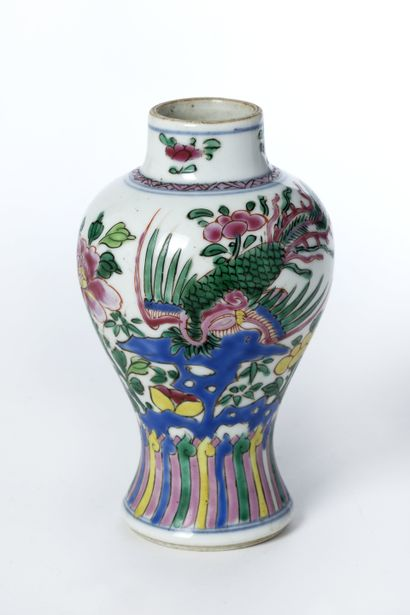 CHINE, Petit vase balustre