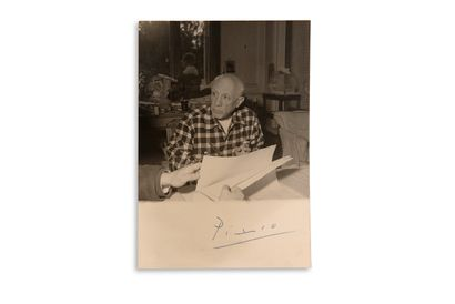 """PICASSO Pablo (1881-1973) PHOTOGRAPHY signed """"Picasso"""", [1956]; 14.8 x x10.4 cm,..."""