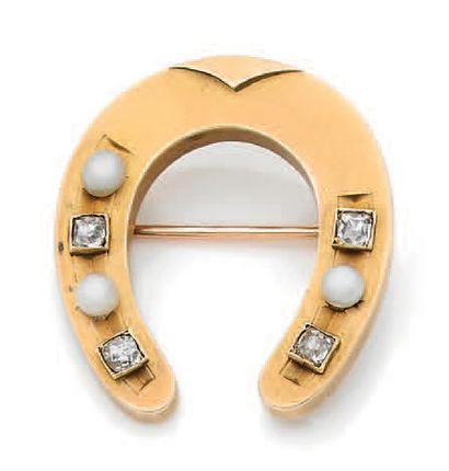 BROCHE «FER À CHEVAL» Perles, diamants ronds...