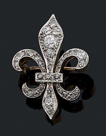 BROCHE «FLEUR DE LYS» Diamants taille ancienne,...