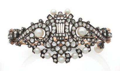 BRACELET Diamants taille rose et perles fines...